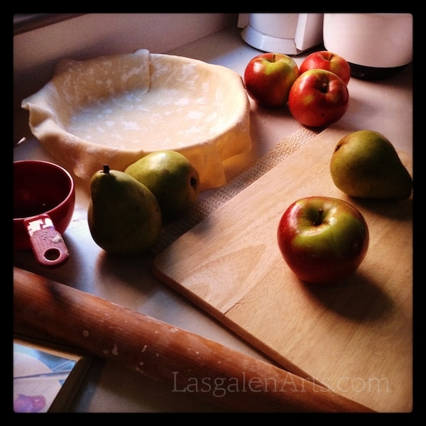 A photo of apples, pears and pie